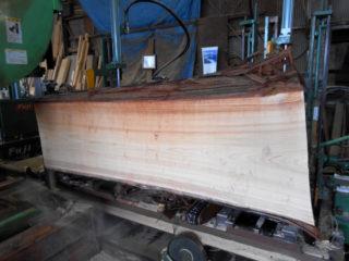 樹齢100年超えの桧丸太を製材しました