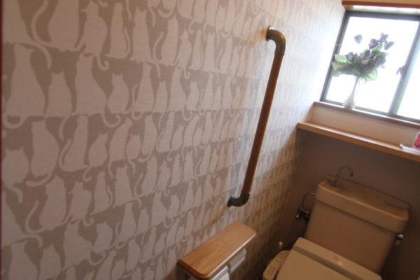 トイレのクロス張替え・手摺設置工事
