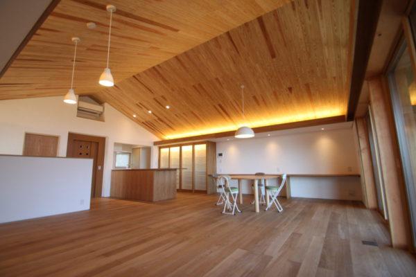 自然素材木材を使った家